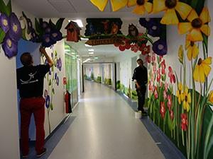 Billede Holbæk Sygehus Børneambulatoriet udsmykning vægmaleri dekoration Sommer Larsen