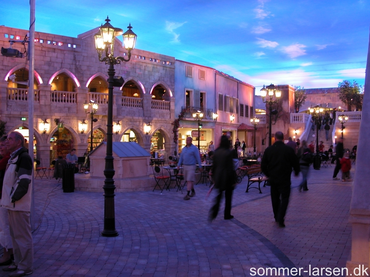 Lalandia-plaza-design-udsmykning-sommer-larsen