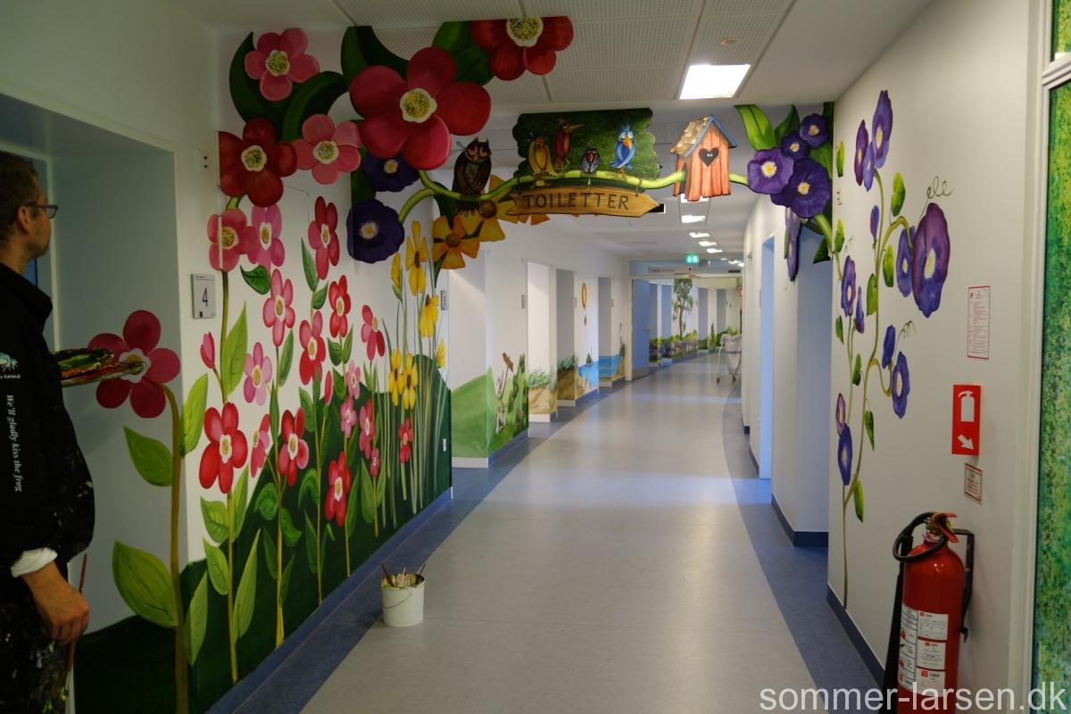 Vægmaleri-dekoration-børneambulatorium-børneafdeling-Holbæk-Sygehus-Sommer-Larsen