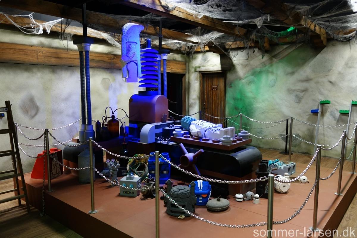 lyssætning-kulisse-Haunted-House-Legoland-Sommer-Larsen