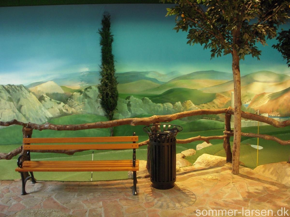vægmaleri-minigolf-Lalandia-Sommer-Larsen